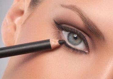 Crisi economica? Noi la sconfiggiamo riciclando le matite per il make-up