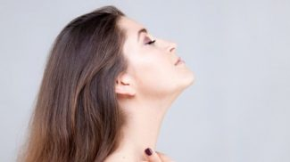 Sempre giovani e belle con lo yoga face: esercizi tonificanti per i muscoli del viso
