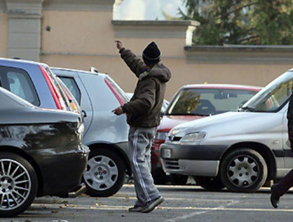 Marsala, le minacce dei parcheggiatori abusivi