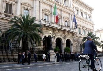 """Roma, tenta rapina alla Banca d'Italia. Scarcerato: è un """"reato impossibile"""""""