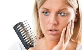 Consigli per combattere la caduta dei capelli in maniera naturale