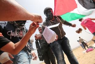 Gaza: scambio di volantini per confermare il conflitto