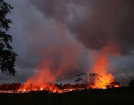 Hawaii: pericolo fumi tossici generati dal vulcano Kilauea