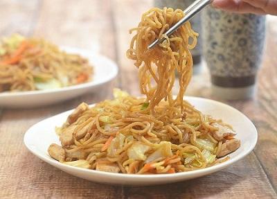 Ricetta Yakisoba: spaghetti giapponesi con pollo e verdure