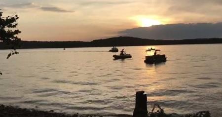 Barca di turisti si capovolge in un lago del Missouri: 11 morti