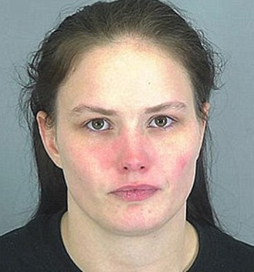 Uccide la figlia di 17 mesi forzandola a mangiare il sale