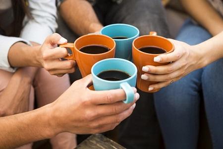 Bere il caffè potrebbe far vivere più a lungo