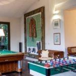 Villa con il quadro di Hitler: Airbnb la cancella dal sito