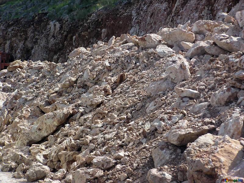 Tragedia nel Crotonese, quattro persone muoiono travolte da una frana