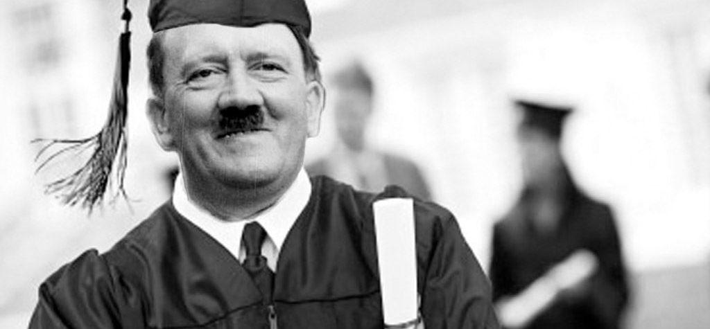 Hitler tra le bancarelle di San Gregorio Armeno