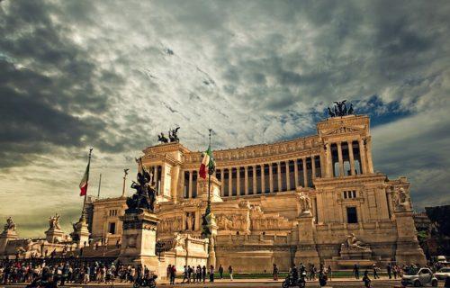 Virginia Raggi: il botta e risposta con Salvini sulla gestione di Roma non si ferma