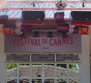 Festival di Cannes: l'emozione di Delon per la Palma d'Oro