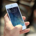 """Postura da smartphone: formazioni di """"corna"""" nel cranio"""