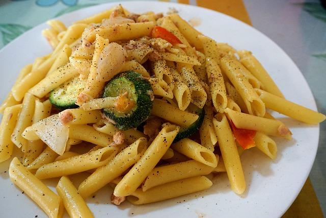 Pasta zucchine e mozzarella: quali sono gli ingredienti? Come si prepara?